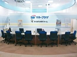 みつばち保険ファーム イトーヨーカドー三郷店(SBIマネープラザ)のロゴ